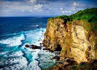 cliff-temple-uluwatu-fire-dance-and-beach-dinner