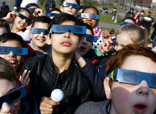 children-viewing-solar-eclipse