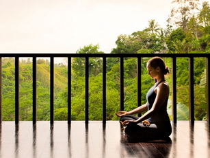 umaubud_bkg_yoga_seated