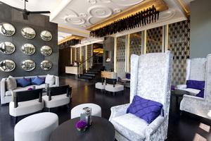 3. L Hotel Seminyak - Lobby