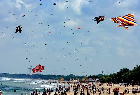 Locals and foreign tourists fly kites al