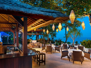Kulkul_Bar_Overlooking_Beach_lg