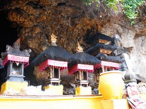 temple-goa-lawah