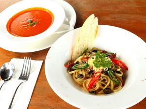 mozzarella - set lunch tomato basil soup + aglio olio pasta