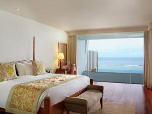 ocean-front-suite3