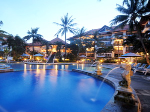 sanur_paradise_plaza_hotel_&_suites_building_evening