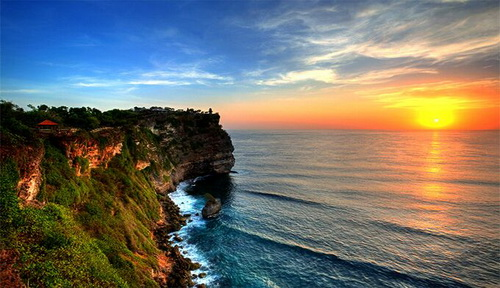 A_Sunset-at-Uluwatu-Temple-Bali_preview.jpeg