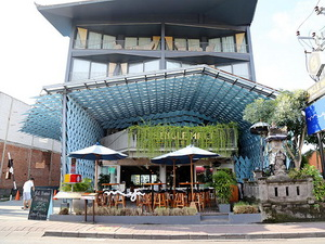 bali-where-to-stay-ize-seminyak-hotel-front